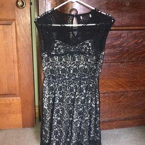 Dresses & Skirts - Lace sleeveless dress